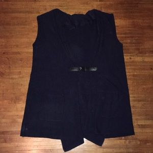British Khaki Navy sweater vest with clasp